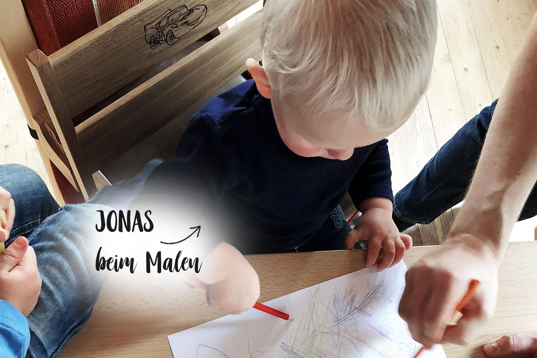 Kindersitzerhöhung, Boostersitz | Kinder beim Malen